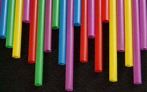 Anti-Straw Movement Sucks in Supporters