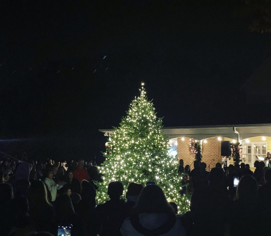 On+Friday%2C+November+22nd%2C+the+Town+of+Weddington+hosted+a+tree+lighting+ceremony+along+with+Weddington+students+singing+Christmas+songs.+%0A%0APhoto+from+the+Town+of+Weddington+Instagram+page