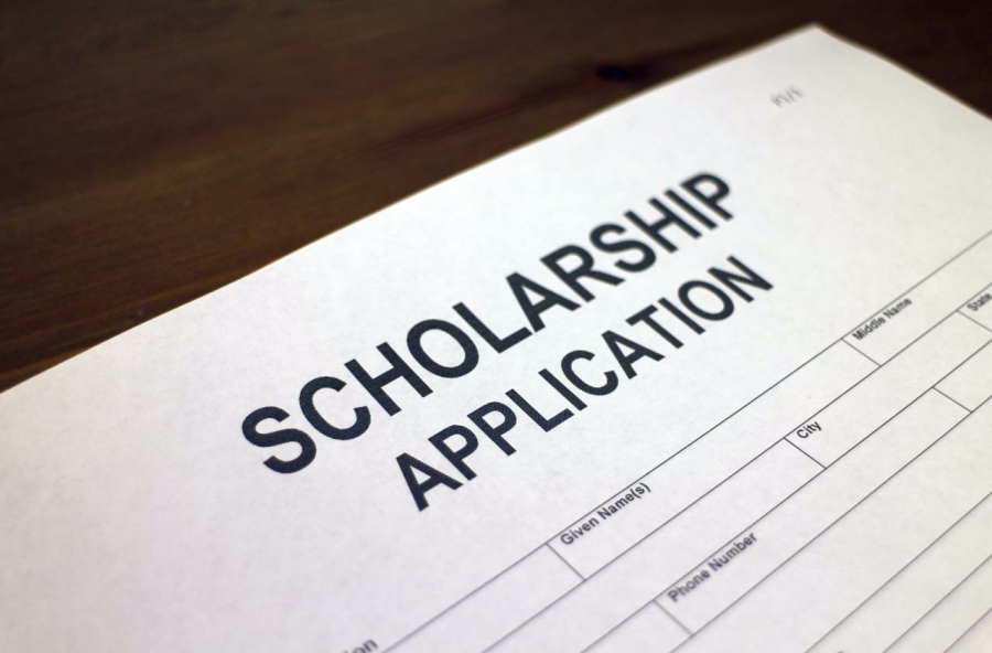 College+is+right+around+the+corner+and+what+better+way+to+prepare+than+to+apply+for+scholarships.+By+Thinkstock.